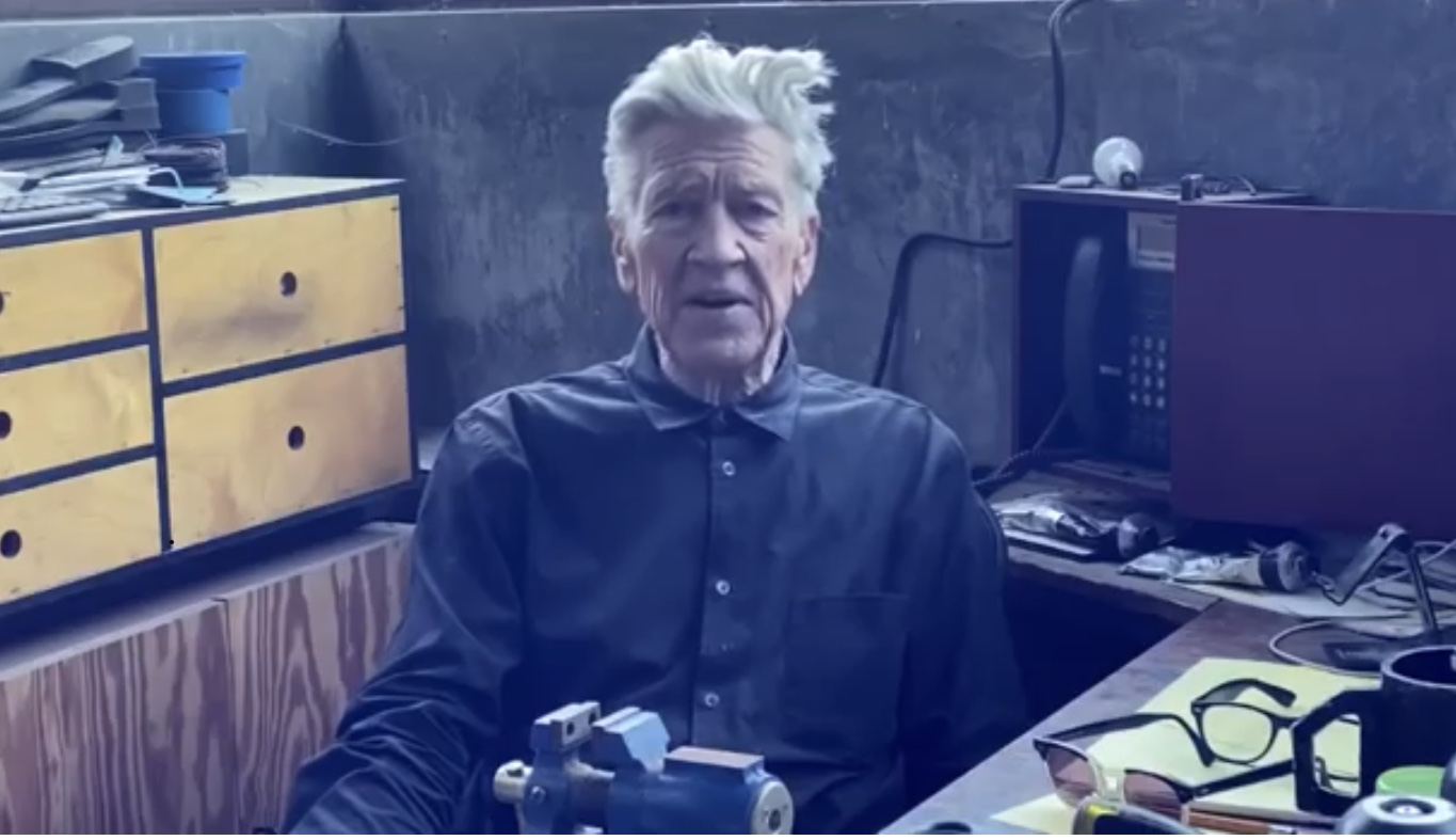 Il regista David Lynch si è messo a dare le previsioni del tempo su YouTube