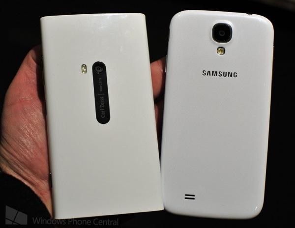 Lumia920 vs galaxys4 back