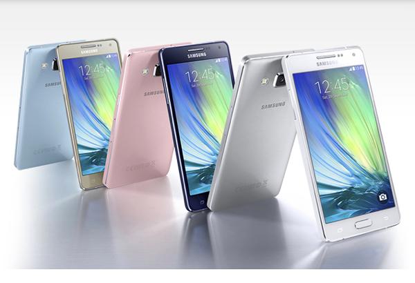 Samsung ufficializza i nuovi Galaxy A3 e Galaxy A5 in metallo. Scopriamoli con scheda tecnica, im...