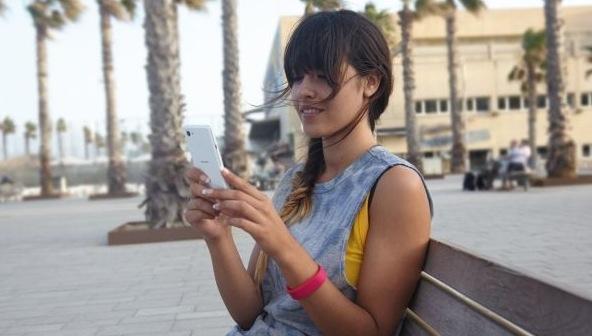xperia_e3_girl.jpg