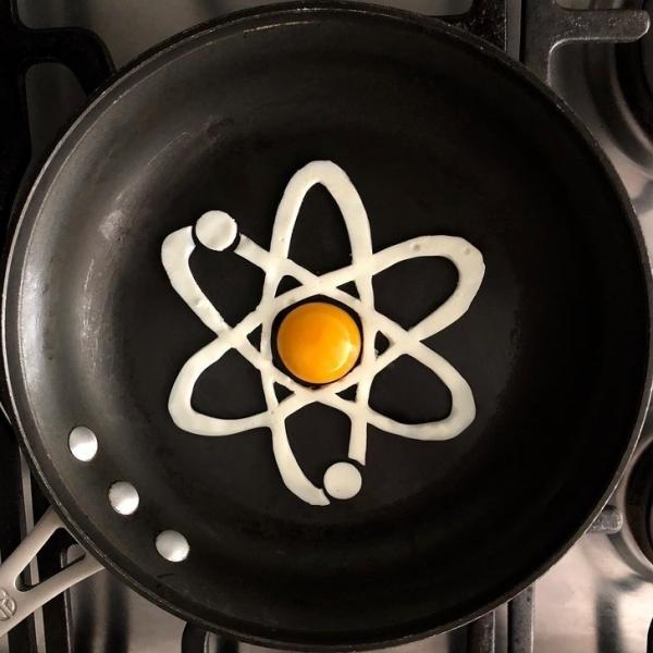 30 creazioni artistiche fatte con la padella e le uova