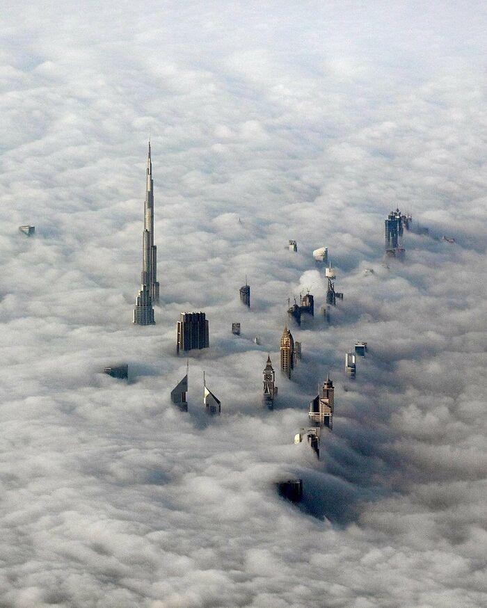Dubai tra le nuvole
