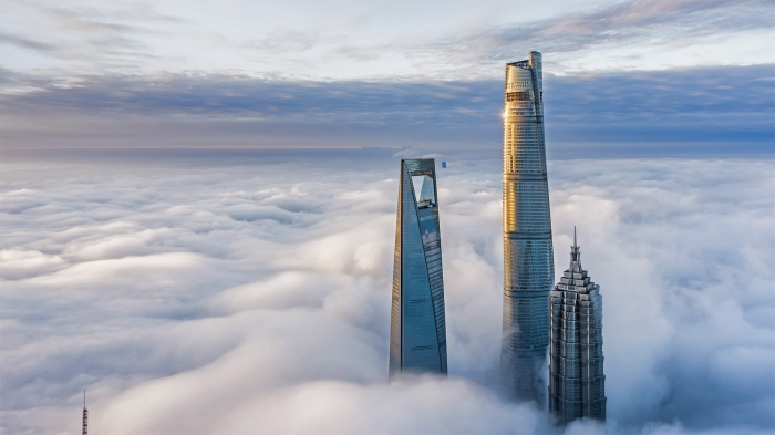 Grattaceli tra le nuvole a Shanghai