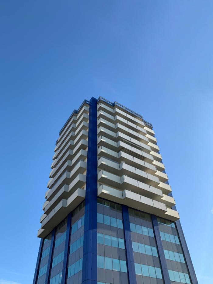 Grattacielo nel blu
