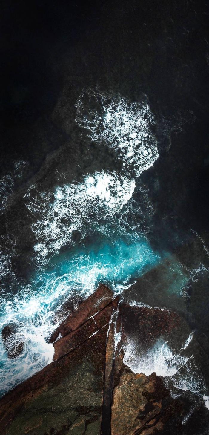 Il mare sugli scogli