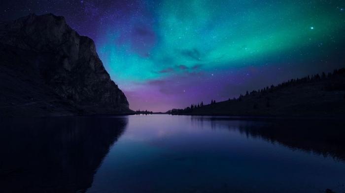 Lago nell'aurora