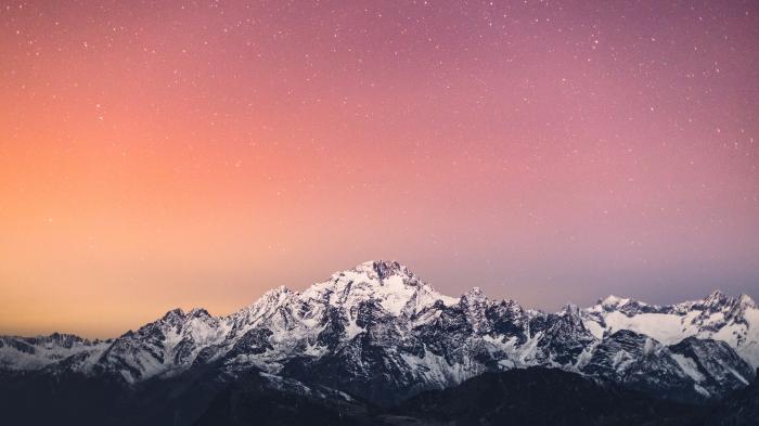 Montagne al crepuscolo