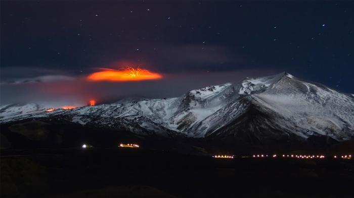 Monte Etna che erutta