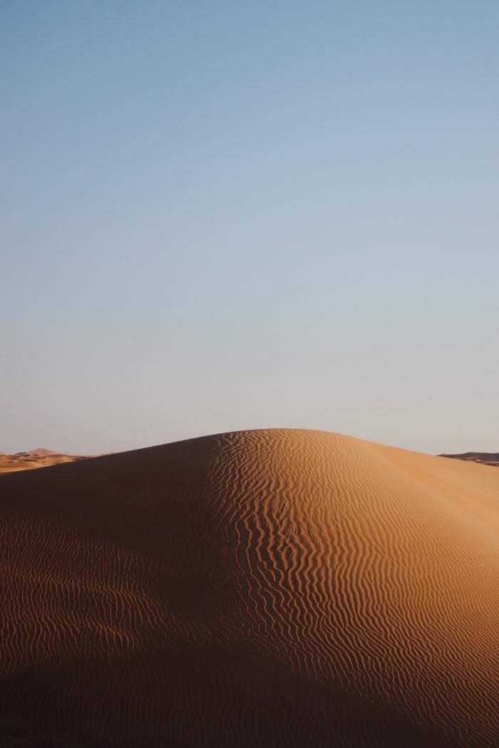 Sabbia sotto il cielo blu