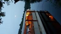 Barca sul fiume al tramonto
